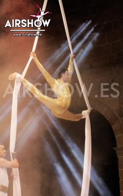 airshow;espectáculos;eventos;acróbatas;musicales;bailarines;telas aereas;aro aereo;mano mano;equilibrios;impacto visual;circo;producciones+espectaculos;cantante;vocalista;espectaculos+valencia+madrid+españa 0