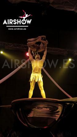 airshow;espectáculos;eventos;acróbatas;musicales;bailarines;telas aereas;aro aereo;mano mano;equilibrios;impacto visual;circo;producciones+espectaculos;cantante;vocalista;espectaculos+valencia+madrid+españa 14
