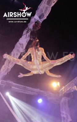 airshow;espectáculos;eventos;acróbatas;musicales;bailarines;telas aereas;aro aereo;mano mano;equilibrios;impacto visual;circo;producciones+espectaculos;cantante;vocalista;espectaculos+valencia+madrid+españa 7