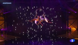 Dúo de aro aéreo en el programa insuperables de televisión Española